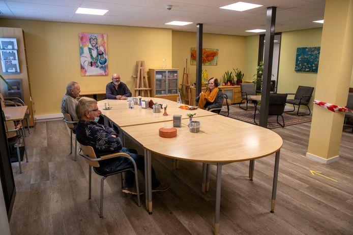 De huiskamer in De Borgh in Budel blijft voorlopig open.