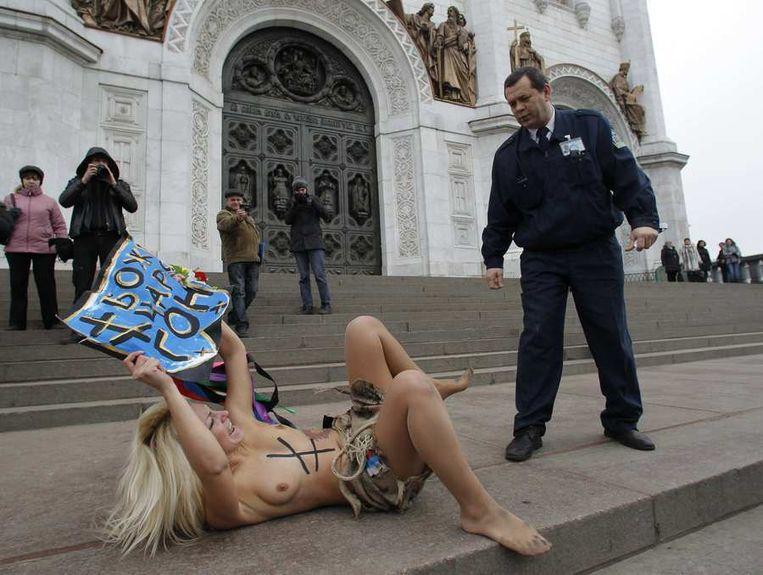 Protest van Femen, een groep vrouwen die veelal met ontbloot bovenlijf protesteren, vandaag in Moskou. Beeld reuters