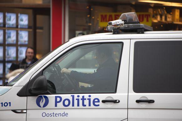 De verdachten werden door de politie van Oostende in de boeien geslagen. (illustratiebeeld)