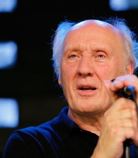 Herman van Veen helpt renoverend Singer