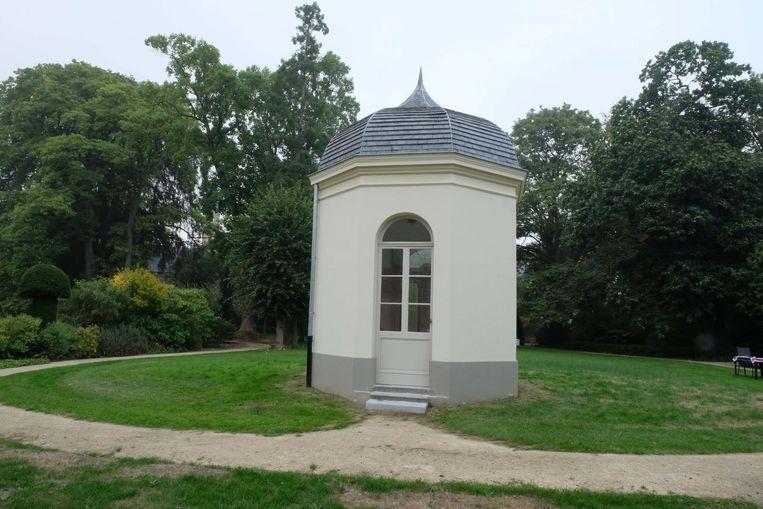 Het paviljoentje, een van de blikvangers in de tuin.