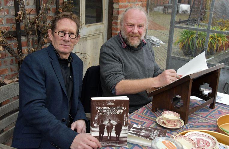 Auteur Zjos Vinckx en tekenaar Willy Geets met hun nieuwe boek.
