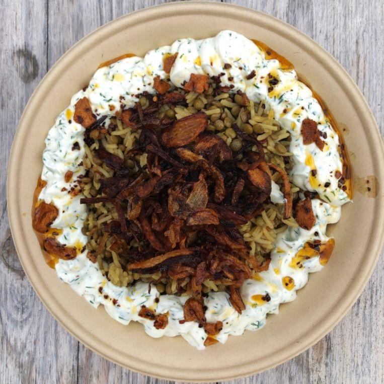 Het klassieke Mujadara bestaat in ieder geval uit linzen, rijst of bulgur, uien en bouillon. Beeld A beautiful mess