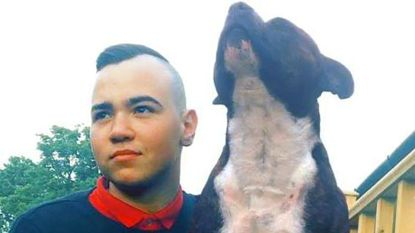Trouwe hond sterft kwartier nadat baasje (25) overlijdt aan kanker