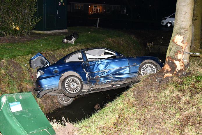 Bij het ongeluk is de bestuurder gewond geraakt.