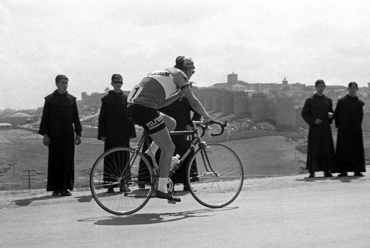Jan Janssen in de Vuelta die hij won: die van 1967. De Nederlandse media besteedden er amper aandacht aan.  Beeld Luis Millán / EFE