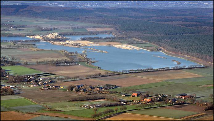 Ontzanding De Banen tussen Milsbeek en VenZelderheide met linksboven het Koningsven in 2012.