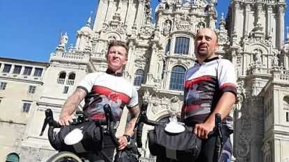 """Papa van vier Lorenzo brengt eerbetoon aan overleden echtgenote: """"Tocht naar Compostela hielp me dood van Stefanie een plaats te geven"""""""