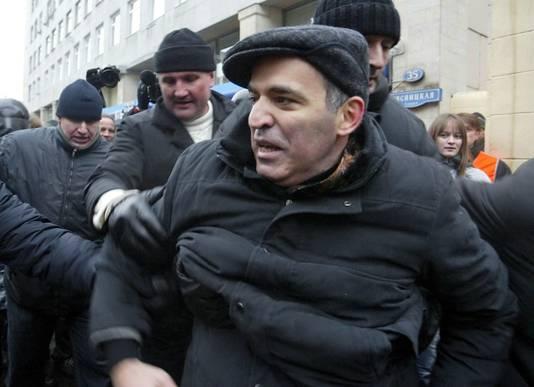 Garry Kasparov werd in november 2007 opgepakt tijdens een demonstratie in Moskou tegen de wijze waarop verkiezingen werden gehouden