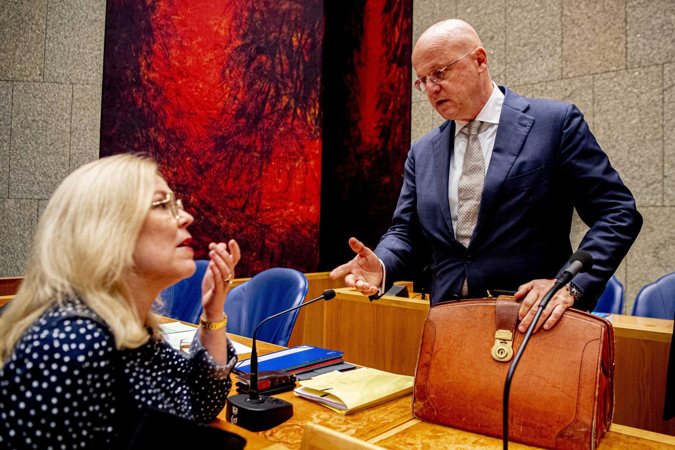Minister Ferd Grapperhaus (Justitie) en Tweede Kamerlid Madeleine van Toorenburg (CDA) tijdens een debat in de Tweede Kamer.