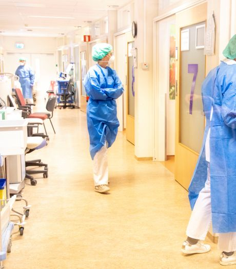 Coronacrisis vraagt het uiterste van zorgpersoneel: 'Hoe lang gaat het nog duren? Doen we het wel goed?'