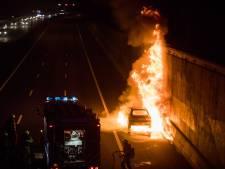 Verkeer A28 weer op gang na autobrand bij Uithof