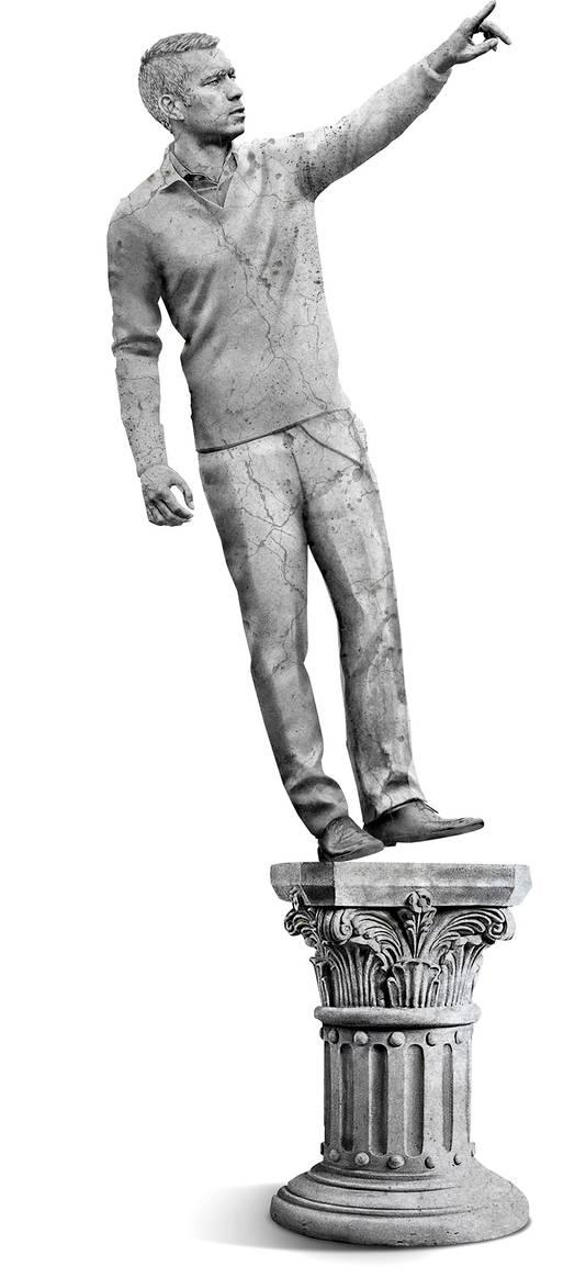 Het standbeeld van Giovanni van Bronckhorst brokkelt af.