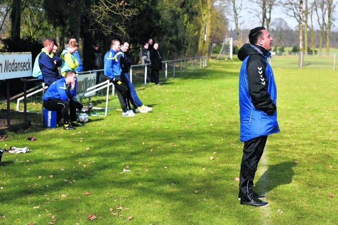 Veluwezoom-trainer Jhon van Beukering. foto Gerard Burgers