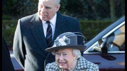 Nog steeds de favoriete zoon: Queen maakt er een punt van om samen met 'gevallen' prins Andrew gezien te worden