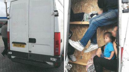Garagisten verbouwen in Vlaanderen bestelwagens voor mensensmokkelaars: ondraaglijk heet in piepkleine verborgen ruimtes