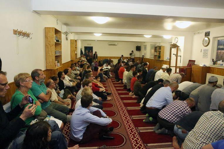 Vandaag is de moskee nog in een huis aan de overkant van het kruispunt met de N203a gevestigd.