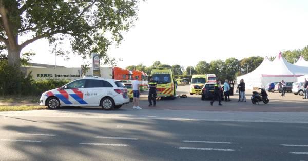 Bestuurder scooter zwaargewond bij botsing met auto op N324.