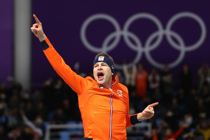 Sven Kramer  viert zijn gouden 5000 meter.