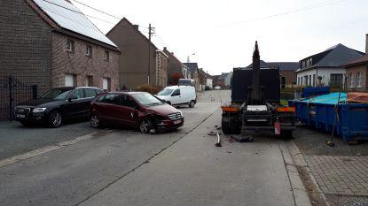 """Man knalt met wagen op vrachtwagen: """"Was verblind door de zon"""""""