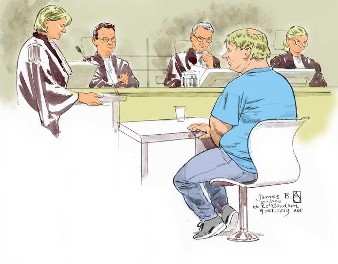 B. verleden jaar oktober bij een zogenoemde pro forma-zitting, waarbij wordt gekeken welk onderzoek nog nodig is voor de daadwerkelijke behandeling van de rechtszaak.