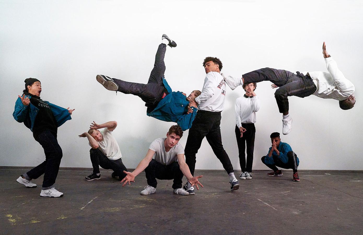 The Ruggeds (vlnr): Duzk, Jazzy Gypz, Niek, Leelou, Skychief, Tawfiq, Stepper en Roy.