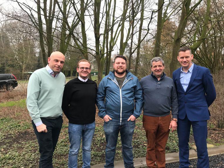 Voorzitter Steven Lambert, de nieuwe schepen Jeroen Van Acker, Matthias De Block, Marc Boterdaele en burgemeester Tony Vermeire.