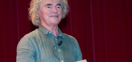 Hans Keuper maakt muziek tijdens streektaalproject Wiesneus