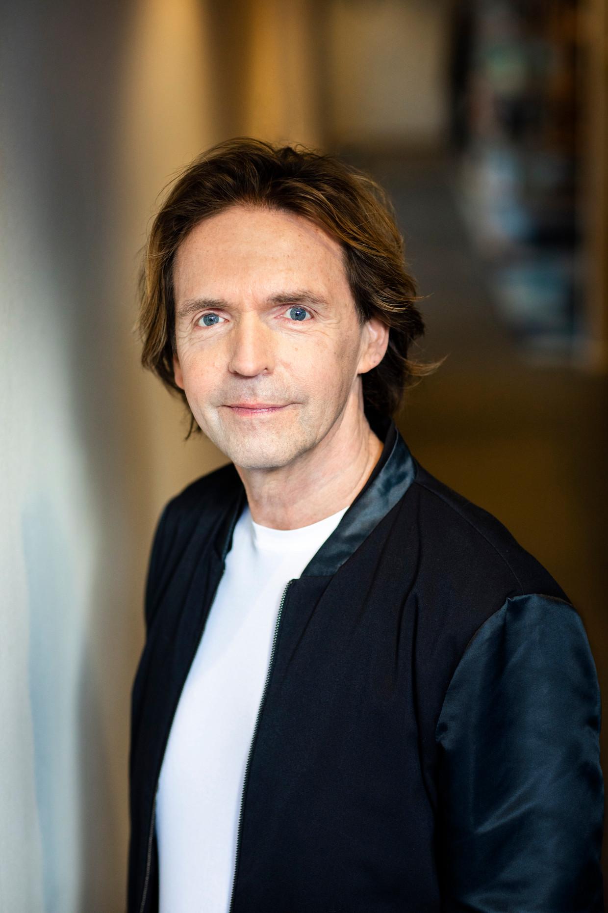 Walter Lucius. Schrijver begon zijn trilogie als het concept voor een televisieserie.