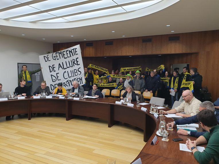 Volleybalclub Kaserlee voerde actie tijdens de gemeenteraad