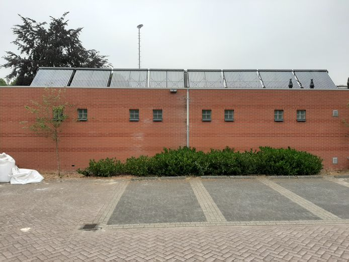 Op het dak van de kleedaccommodatie van de Zweef worden zo'n 160 zonnepanelen geplaatst.