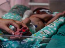 Levend begraven baby die gevonden werd tijdens uitvaart is op tijd gered: 'Ze lag er enkele uren'