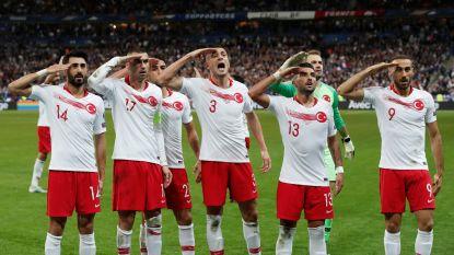 Turkije blijft opnieuw overeind tegen Frankrijk, spelers pakken weer uit met omstreden saluut