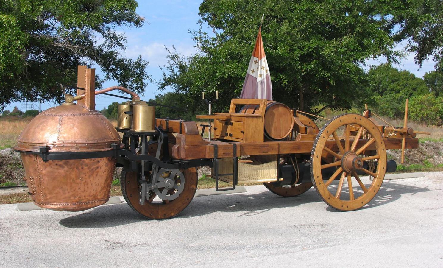 De allereerste auto, aangedreven door stoomkracht, gebruikt door het Franse leger in 1769.