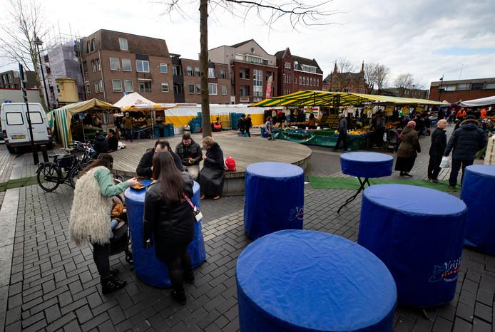 Op de weekmarkt in Helmond is  zaterdag een stuk rustig dan normaal.