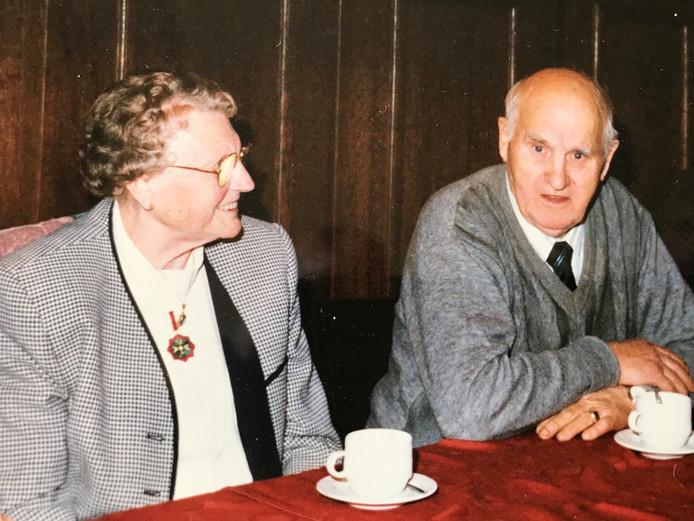 Maria van de Pas en Piet van den Eijnden. De roman 'De zwarte kersen van Maria' speelt op 't Broek in Mierlo en het verhaal wordt verteld vanuit het perspectief van Maria.