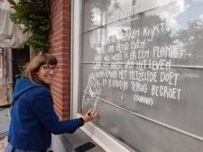 Leslie bezorgde Bloemekenswijk al 100 raamtekeningen en gedichten