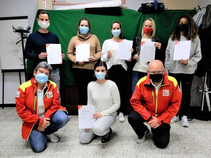 De cursisten van het Rode Kruis Vilvoorde-Zemst kregen eindelijk hun brevet.