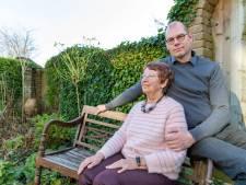 Marten (51) herdenkt de Ramp in het water: 'Ik wil voelen hoe mijn opa en oma zich voelden'