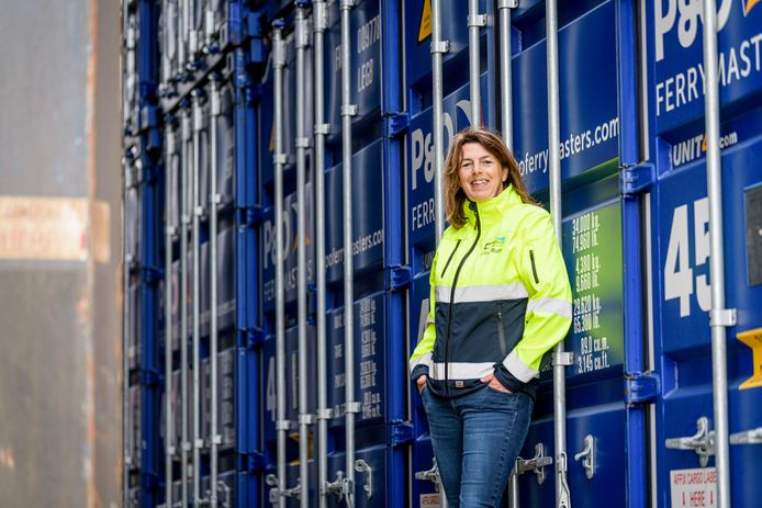 """Anne-Ruth Scheijgrond van de Combi Terminal Twente: """"We hadden in 2018 al last van laag water en bovendien lag de sluis bij Delden er vier weken uit; nu hebben we te maken met de kwetsbare sluis in Eefde en met corona."""""""