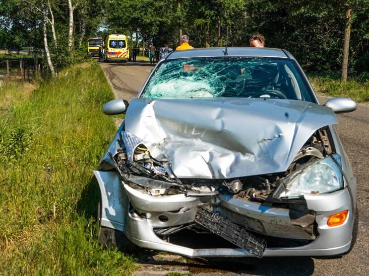 Automobilist gewond door zwaar ongeluk in Bakel