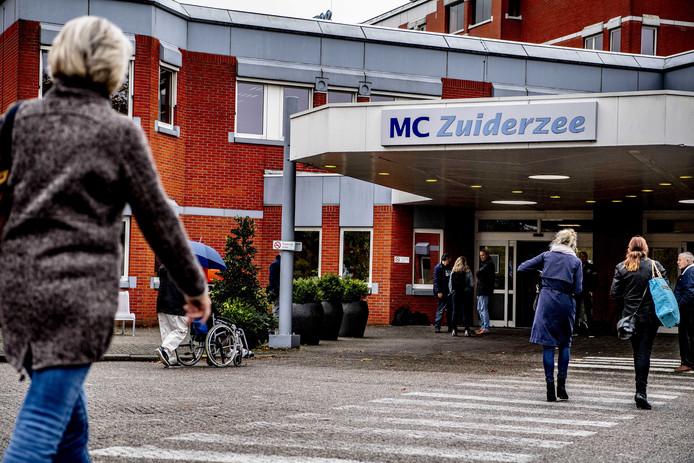 Exterieur van MC Zuiderzee (Zuiderzeeziekenhuis) in Lelystad