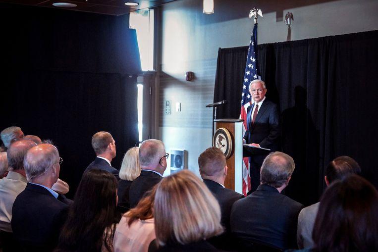 De Amerikaanse minister van Justitie Jeff Sessions haalde de Bijbel aan om de scheiding van kinderen van hun ouders aan de grens te rechtvaardigen.