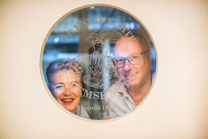 """Carla en  Henk Jurjus. ,,Het is een compleet gekkenhuis nu."""""""