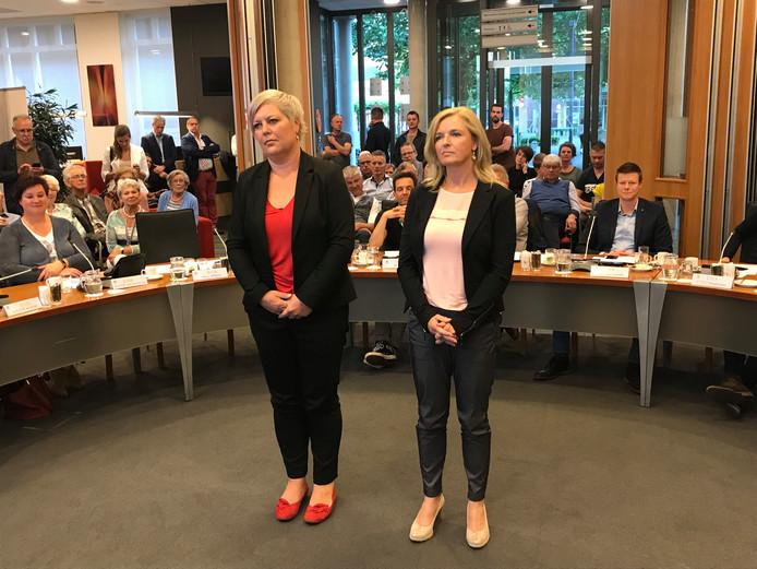 Tijdens de raadsvergadering in Boekel werden Nicole Dijcks (l) en Lisette Wevers beëdigd als nieuwe raadsleden. Zij vervangen respectievelijk Martijn Buijsse (VVD) en Marius Tielemans (CDA) die  plaats hebben genomen in het college.