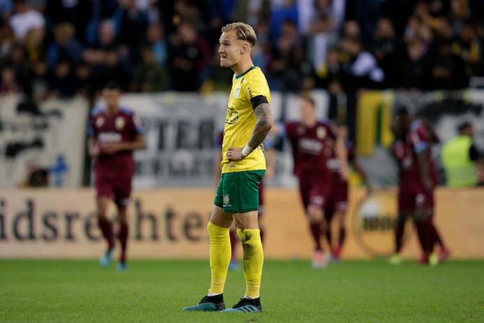 Mark Diemers baalt na een doelpunt van Vitesse.