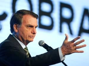 Bolsonaro insinue que des ONG sont responsables des incendies en Amazonie