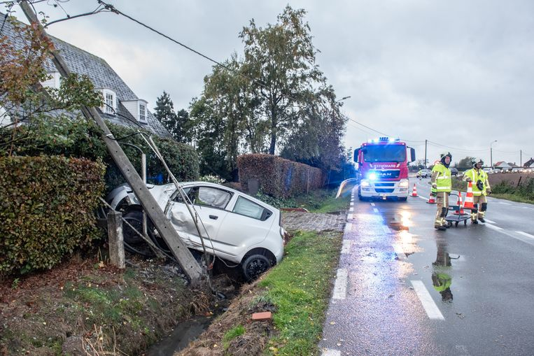 30 oktober: een auto mist de bocht ter hoogte van de Eikenberg en belandt tegen een verlichtingspaal.