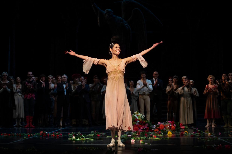 Danseres Igone de Jongh tijdens het slotapplaus van het ballet Romeo en Julia van Het Nationale Ballet, oktober 2019.