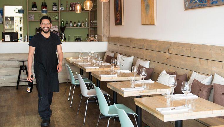 Uit de keuken klinkt het gezang van de kokende nachtegaal: chef-kok Alberto Beeld Els Zweerink